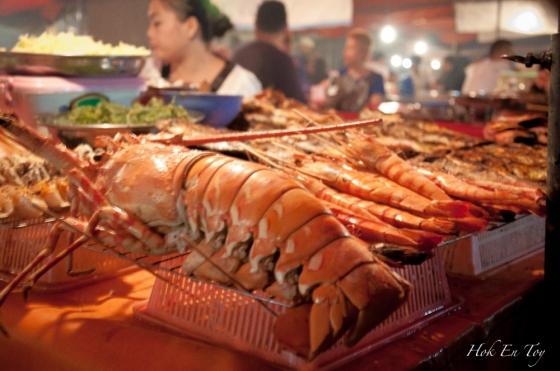 Lobster ni berharga RM 250 seekor. LAHAM nye. Tak beli pon. Boleh beli tiket p balik KK-KL dah tu