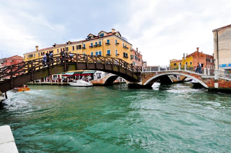 Air dia hijau emerald. Yang penting sepanjang naik gondola takde terjumpa benda-benda asing terapung yang mencurigakan