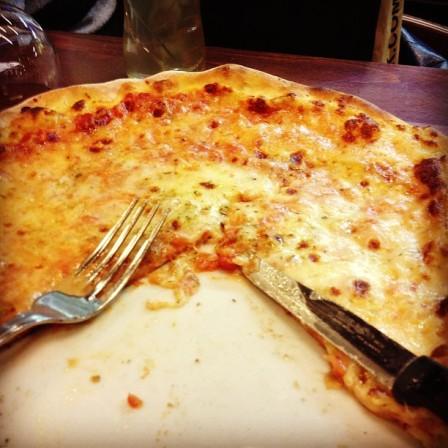 Pizza. Bapakkk beso. Tapi boleh plak habis