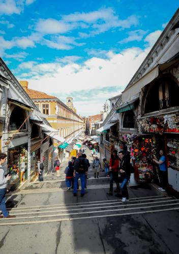 Kedai-kedai atas Rialto Bridge