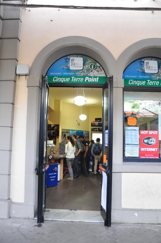 Kat sinilah tempat tourist information yang jual Cinque Terre Card
