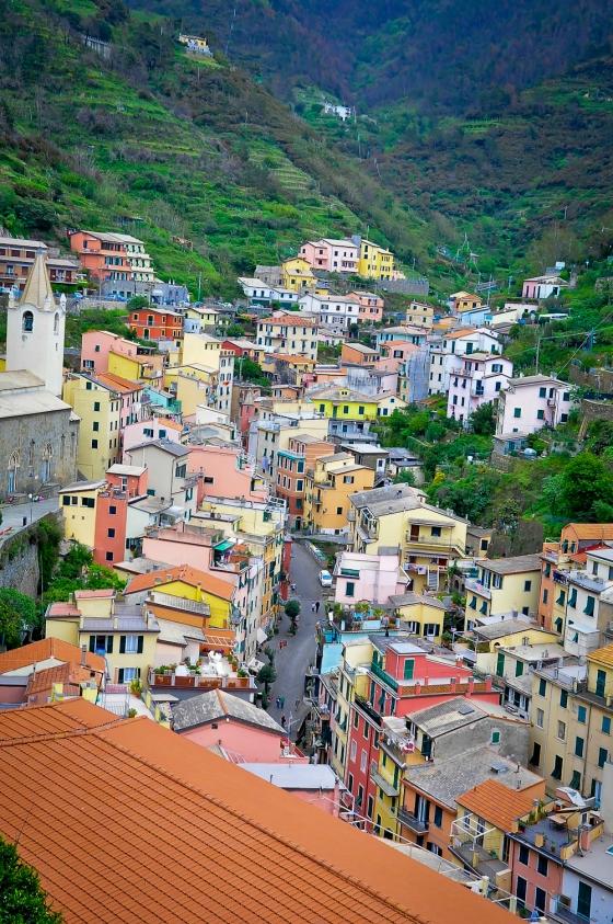 View perkampungan di Riomaggiore dari atas bukit