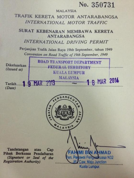 Ni lah rupa nya lesen memandu antarabangsa. Kat page sebelah ada letak gambar. Harga dia RM 150 valid setahun. Kami share 50 ringgit sorang