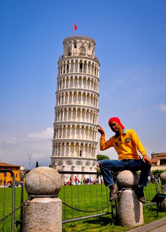 Mr Pappi & learning tower. Sebenarnya dia tak puas ati bila aku ambik gambar dia tak santek. senget la, tak nampak real la...sampai kl tak habis merungut