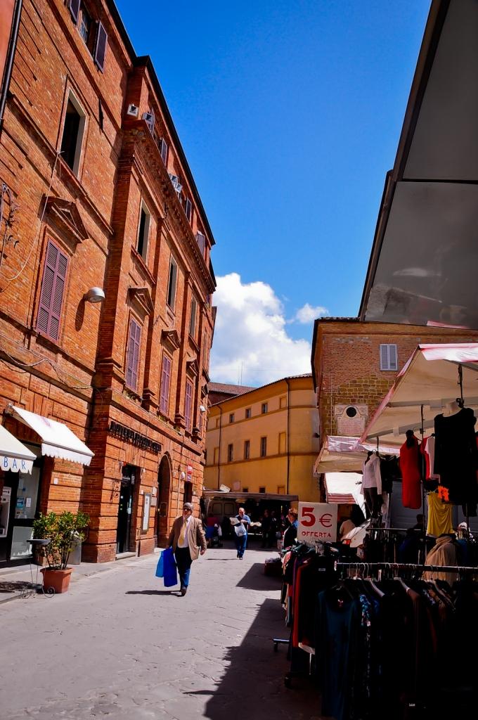 Pasar pagi di Citta Delle Pieve
