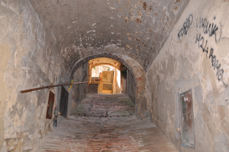 Lorong-lorong kat medieval village ni