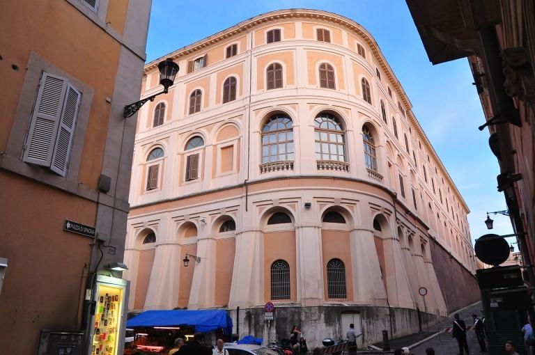 Di antara bangunan-bangunan kat Rome