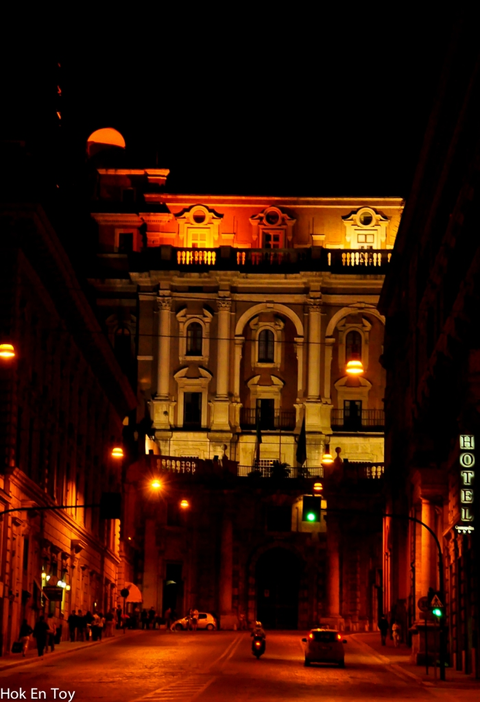 Roma street di waktu malam