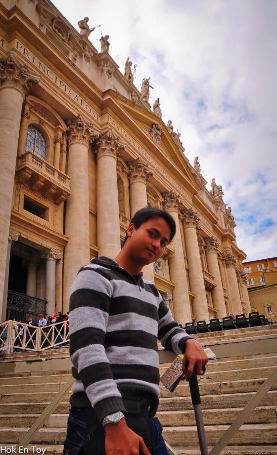 Aril posing depan St Basilica