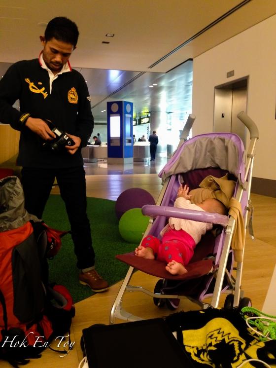 Stroller disediakan untuk kegunaan di dalam airport