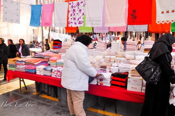 Kat bahagian tengah-tengah market ada section tekstil