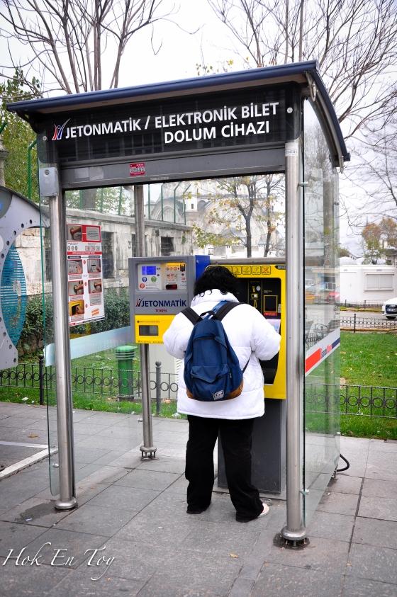 Mesin tiket di Station Cemberlitas