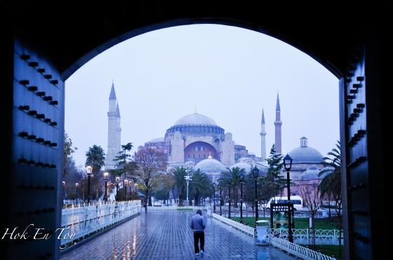 Hagia Sofia yang mulanya adalah gereja, kemudian semasa pemerintahan Ottoman dijadikan masjid. Lepas tu Mustafa Kemal Ataturk jadikan museum