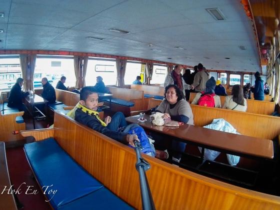 Bila sejuk ketaq2 tak tahan kami masok dalam bot. Order chai & makan roti. Le