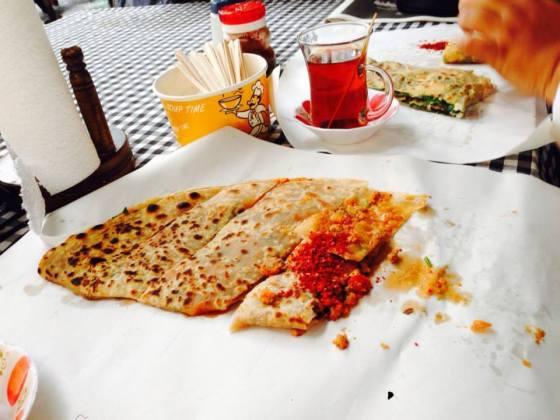 Mr Pappi ambik filling daging. Makan bersama dengan chili flake untuk sensasi pedas. Lepas tu 3 hari sembelit