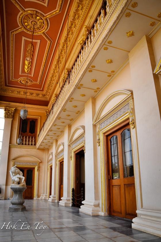 Interior dalam istana