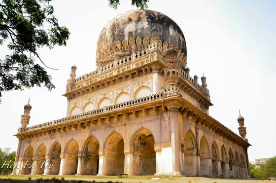 Salah satu attraction dekat Hyderabad - Tomb of Muhammad Quli Qutb Shah
