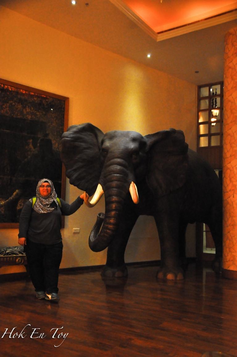 Selepas makan baru perasan ada gajah depan pintu masok