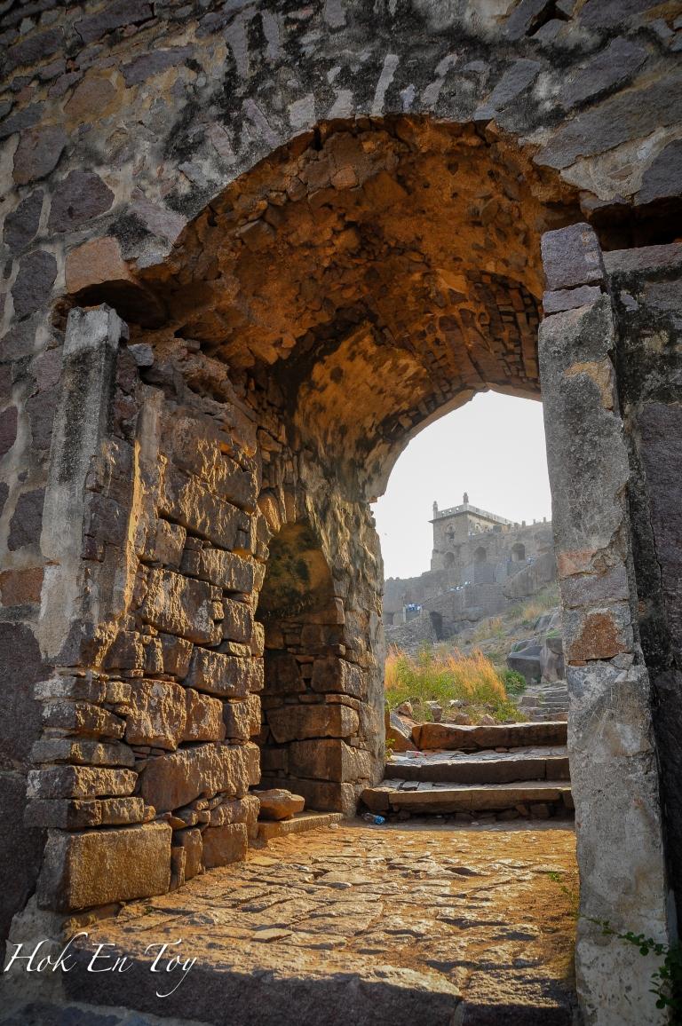 Situ lah terletak nya istana raja yang depa panggil guard depa guna tepok-tepok tangan je. (Bukan tepok amai-amai)