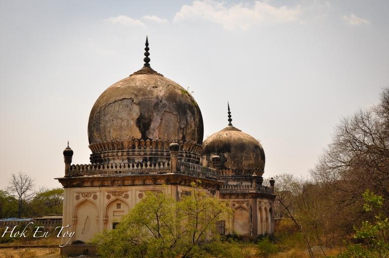 The twin tomb. Bersemadinya physicians of Sultan Abdullah yang mana menjadi kesayangan sultan. Beliau adalah salah satu golongan bukan dari keturunan raja yang disemadikan di sini