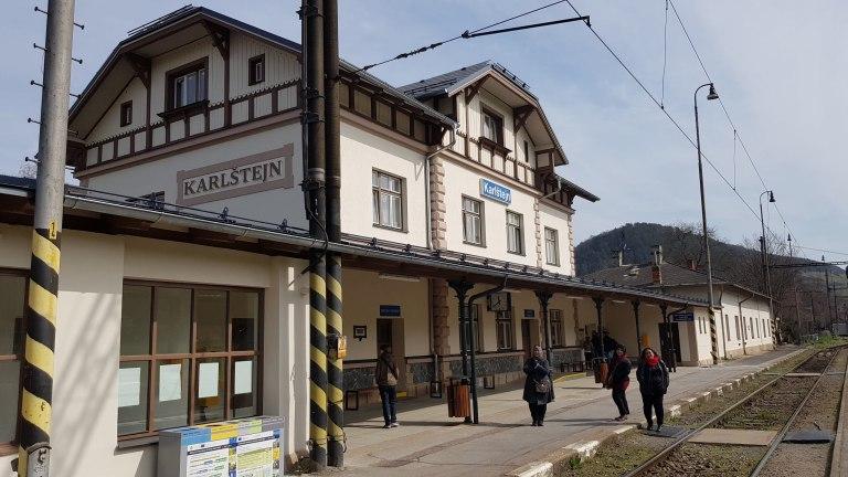 Karlstejn station